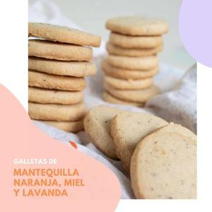 𝗚𝗮𝗹𝗹𝗲𝘁𝗮𝘀 𝗱𝗲 𝗺𝗮𝗻𝘁𝗲𝗾𝘂𝗶𝗹𝗹𝗮, 𝗻𝗮𝗿𝗮𝗻𝗷𝗮, 𝗺𝗶𝗲𝗹 𝘆 𝗹𝗮𝘃𝗮𝗻𝗱𝗮  𝙄𝙣𝙜𝙧𝙚𝙙𝙞𝙚𝙣𝙩𝙚𝙨  🔸2/3 taza de azúcar 🔸2 cucharaditas de ralladura de naranja 🔸1/2 cucharadita de lavanda culinaria seca 🔸3/4 taza de mantequilla sin sal, a temperatura ambiente 🔸1/8 cucharadita de sal 🔸1 3/4 tazas de harina  𝘊𝘰𝘣𝘦𝘳𝘵𝘶𝘳𝘢 🔸cucharadas de miel 🔸cucharada de azúcar  𝙀𝙡𝙖𝙗𝙤𝙧𝙖𝙘𝙞𝙤́𝙣  1. Tritura la mezcla del azúcar, la ralladura de naranja y la lavanda hasta que esta esté finamente picada. Mézclalo en una batidora junto con la mantequilla a velocidad media hasta que forme una masa.  2. Baja la velocidad y mezcla con la harina hasta que se comience a unir formando trozos grandes.  3. Vuelca la mezcla sobre un trozo de film de plástico, forma una bola y envuelva bien. Enfría la masa en la nevera hasta que esté firme, aproximadamente 30 minutos.  4. Precalienta el horno a 350 ° y cubre dos bandejas para hornear con papel de horno.  5. Estira la masa hasta que tenga un grosor de 1/4 de pulgada sobre una tabla ligeramente enharinada.  6. Use un cortador de galletas enharinado para cortar las galletas. Y cuando acabes, ¡reutiliza las sobras!, vuelve a enrollar y corta de nuevo más galletas.  7. Coloca las galletas en bandejas para hornear y enfriar durante 20 minutos en la nevera.  8. Calienta la miel brevemente (unos 10 segundos en el microondas) y cepilla las galletas. Espolvorea con azúcar. Hornea, durante 14 a 16 minutos, dándoles la vuelta a media cocción hasta que estén doradas y la parte superior y los bordes estén listos.  9. Déjalas enfriar durante 10 minutos y pásalas a una rejilla para acabar de enfriarlas por completo.  ¡𝗗𝗶𝘀𝗳𝗿𝘂́𝘁𝗮𝗹𝗮𝘀!  #anytimetea #thatstea #teabiscuits #teacookies #galletasdeté #pastasdeté #naranja #galletasdenaranja #honey #miel #honeycookies #lavanda #lavender #recetasespeciales #recetasdulces #recetasoriginales #somosloquecomemos #bienestar #alimentacionconsciente #realfooding #realfooder #tealover #ilovetea #tealife #teaddict #detoxchallenge #retodetox #antiinflamatorio #melatoninanatur