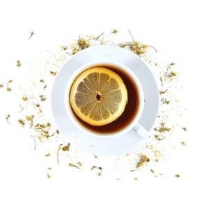 El𝗹𝗶𝗺𝗼́𝗻puede mejorar el sabor del𝘁𝗲́ si éste es de elevada astringencia.Al𝗮𝗻̃𝗮𝗱𝗶𝗿 𝗹𝗶𝗺𝗼́𝗻potencia una mayor absorción de los antioxidantes del té🍋