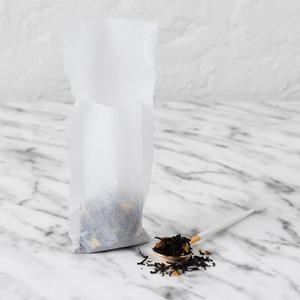¡Feliz Lunes y feliz inicio de semana!  Hoy arrancamos hablando de los filtros de papel para infusionar. Otra manera de disfrutar de tu té, rooibos o infusión con la máxima calidad.   Nuestros filtros de té de papel son cómodos y de alta calidad. La abertura de la bolsa por la parte superior facilita el cargado de té y a la vez permite que uses el filtro sin necesidad de otro soporte.  Para la fabricación de nuestros filtros se utilizan materias primas nativas cuidadosamente seleccionadas. Para un té perfecto el material con el que infusionar es importantísimo.  ¿Pero sabes cómo se usa el filtro de papel?  Si te pica la curiosidad, los filtros de papel son muy económicos y fáciles de usar,  ¡Pruébalos!. Solo hay que abrir la parte superior de la bolsita de filtro e introducir el té escogido. Cierra la bolsa y colócala dentro de la taza con agua caliente para disfrutar del Té.  ¿Y cuanta cantidad de té debes incluir?  Con el tamaño estándar de filtro puedes infusionar hasta 2 cargas. Te recordamos que la proporción ideal es de 2 o 3 gramos de té por cada 150 ml de agua. Con esta cantidad conseguimos 1 taza.  #anytimetea #thatstea #tealife #teafilter #teabag #filtrodepapel #teainfuser #tealife #accesoriosdete #dietasaludable #recetastradicionales #recetassabrosas #teawithoutsugar #teabenefits #somosloquecomemos #realfood #realfooding #teamug #healthystyle #tealover #ilovetea #tealife #teaddict #infusion #depurativo #yogalife #alimentacionconsciente #canela #bienestar #teaholic